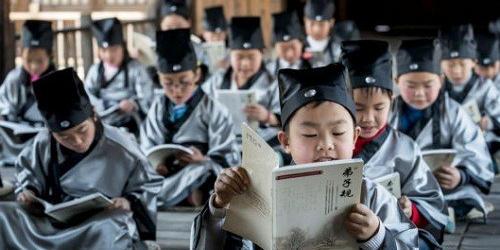 你觉得现在的小朋友应该接触中国传统的国学教育吗?