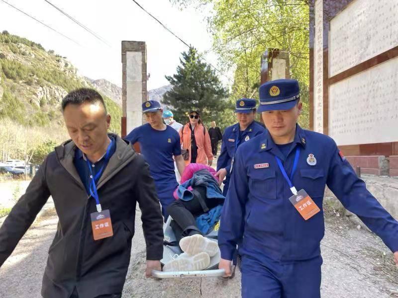 遇险游客被正在北京·平谷国际越野挑战赛现场执勤的消防人员成功救援