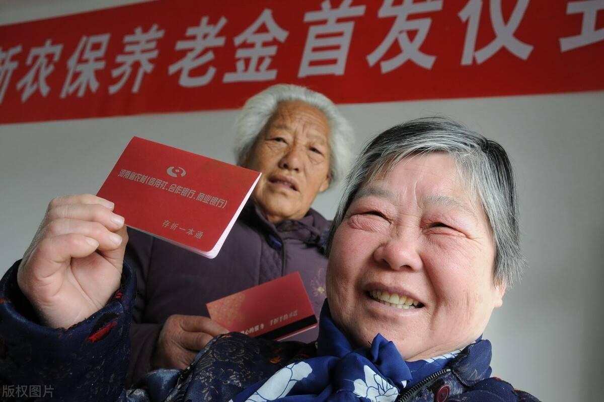 70岁以上的农民,可以直接享受到养老金待遇吗?