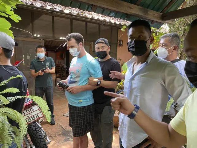 美国男子杀害怀孕妻子未遂,缓刑期追到泰国将其杀死