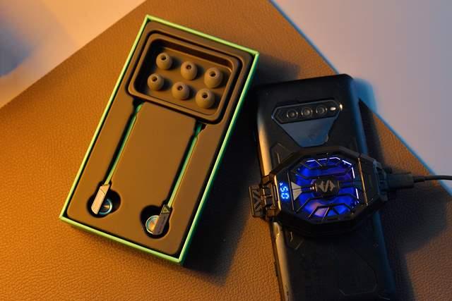售价249元,黑鲨游戏手机周边的圈铁耳机值得入手吗?