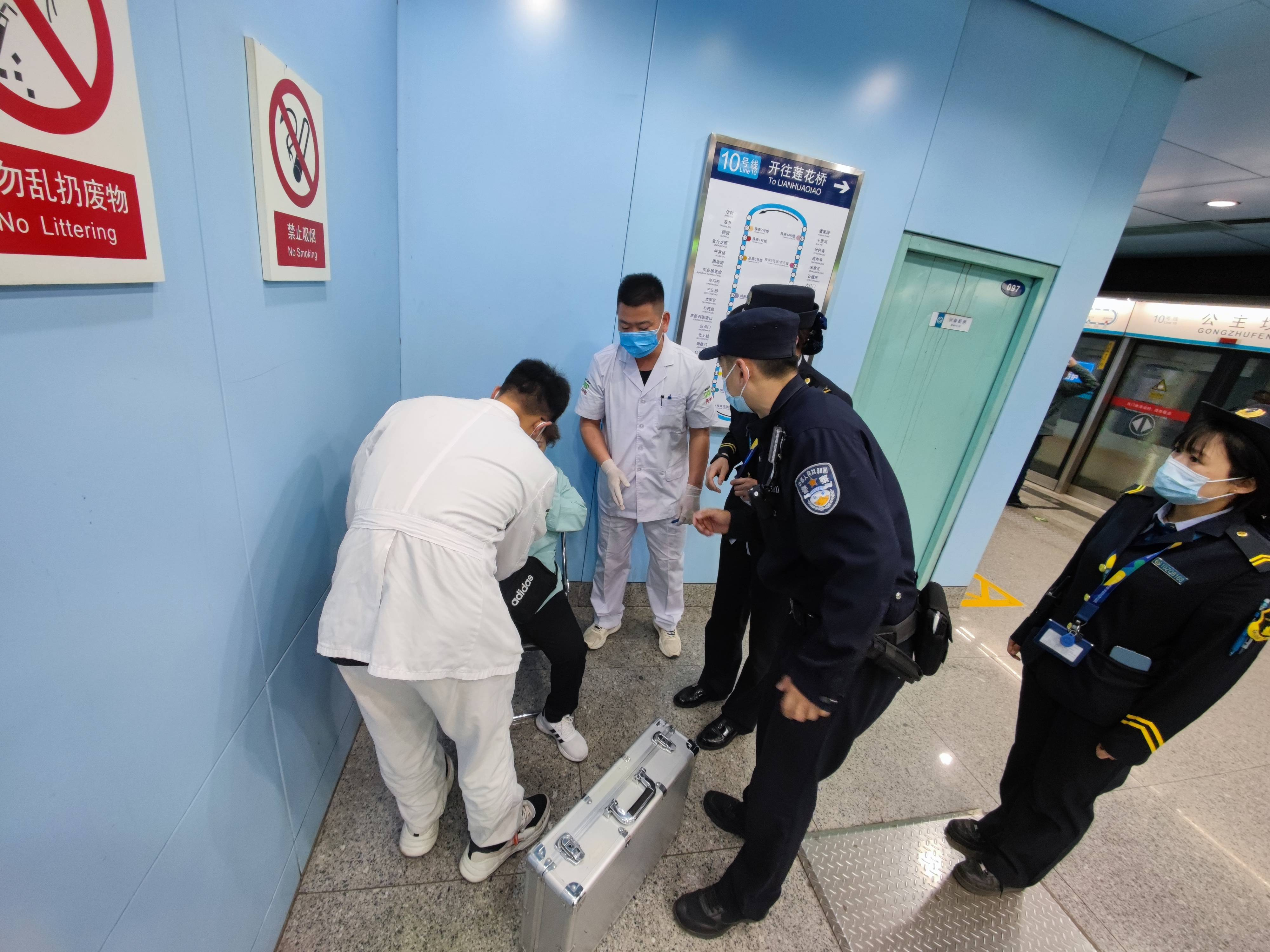 群众求助无小事 为民服务解民忧 北京公交警方热心服务群众二三事