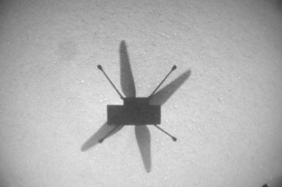 """""""机智""""号火星直升机飞抵新机场 完成第七次飞行"""