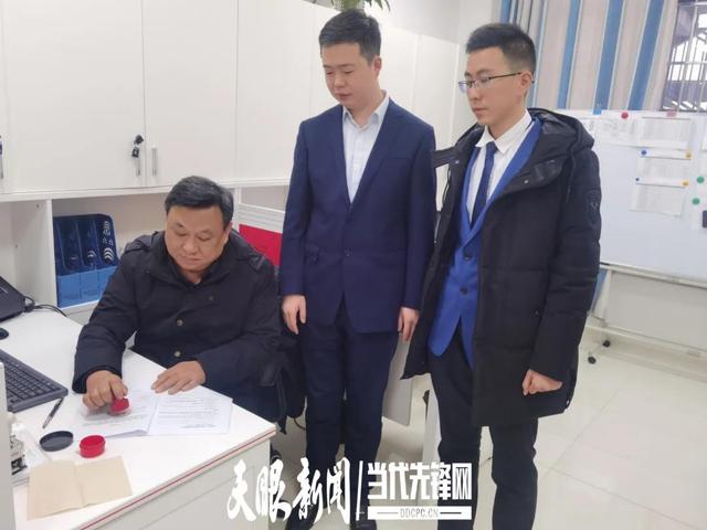 """助力""""新型工业化"""" 贵州银行黄土坡支行为企业办"""