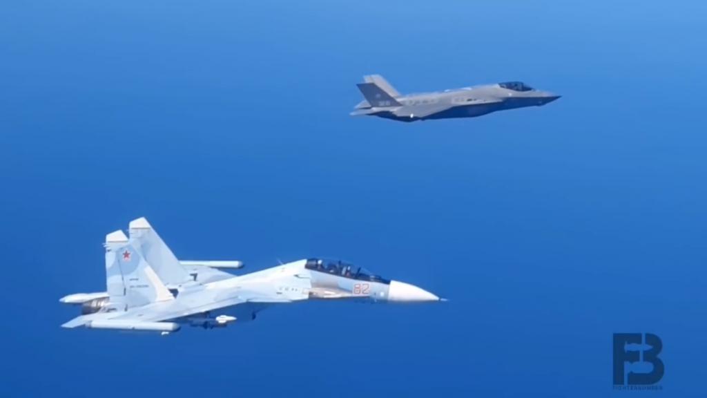 再不走就撞了!俄军苏 -30SM 战机强行逼退意大利 F-35