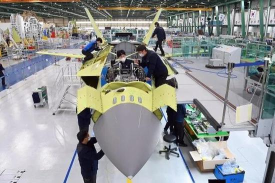韩国正组装另外 5 架 KF21 战斗机 开始进行导弹装卸测试