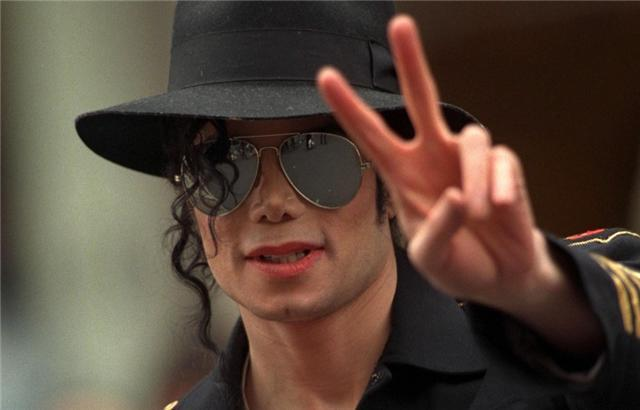 迈克尔杰克逊的3个白人儿女:女儿华丽变身,长子却患上白癜风