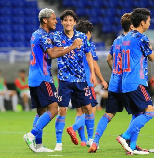 4-0!国足又少一个竞争对手,日本队5-1狂胜,混血前锋6分钟戴帽