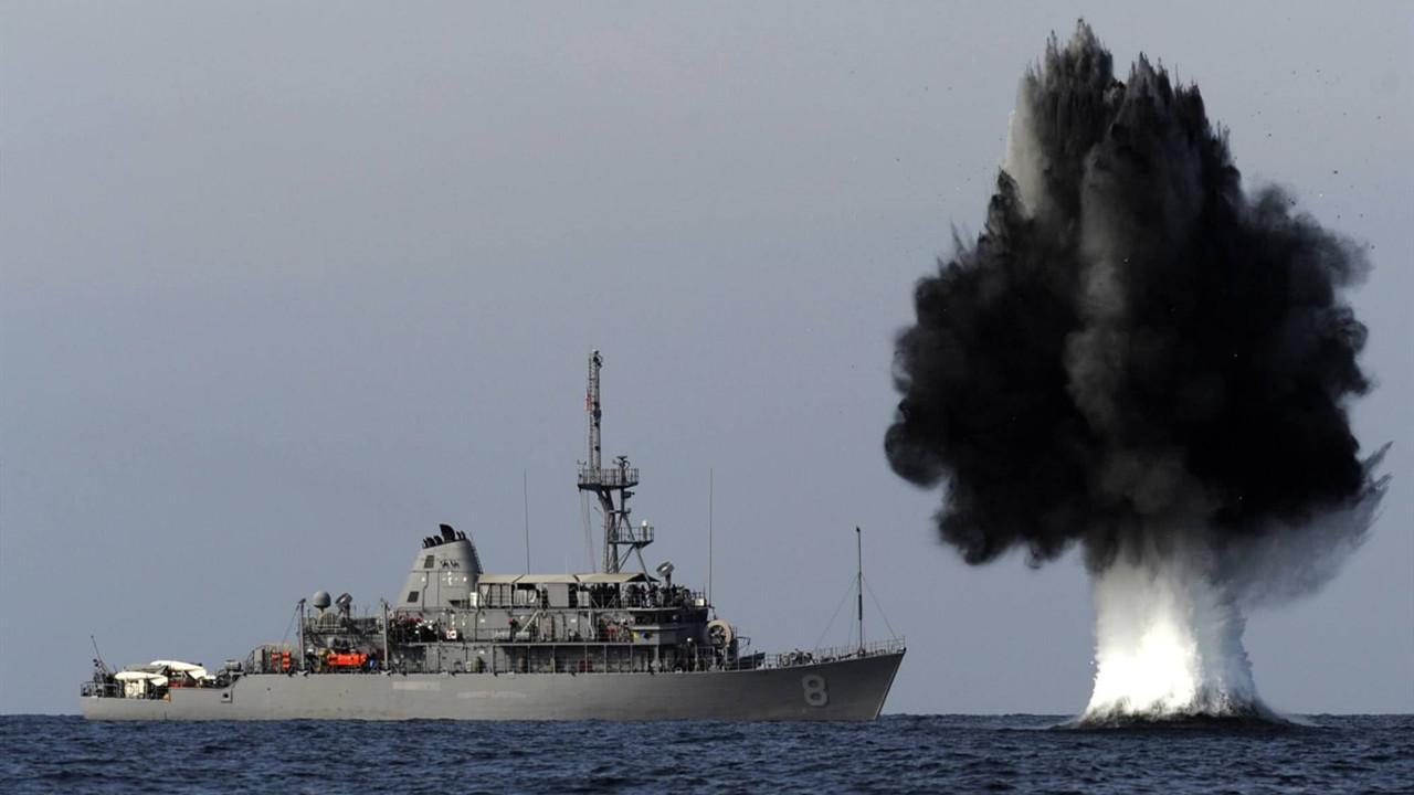 海峡传来一声巨响,美军护卫舰被炸出8米大洞,6艘军舰全力出击