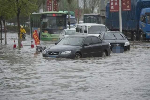 """安徽突降暴雨,新能源汽车""""原形毕露"""",白送给车贩子都被嫌弃"""