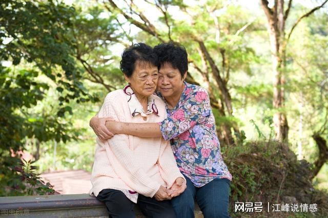 """60岁后的女人""""偷情""""图什么?两个老人说了心里话很真实"""
