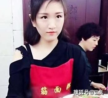 年轻女孩辞职回县城开面馆,一天卖1000碗,月赚二十多万