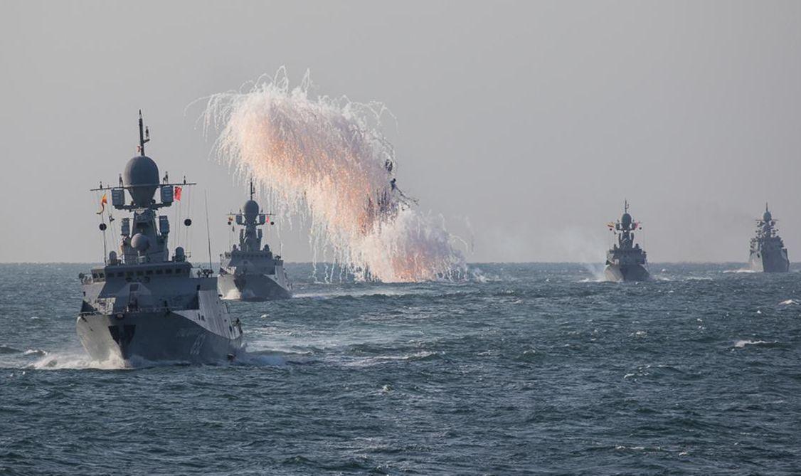 军方在日本海猛烈轰炸,巨响连天,日本赶紧向美国求助
