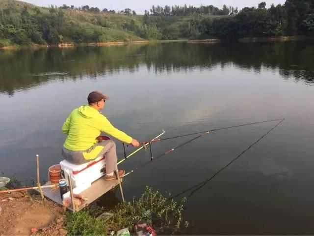 男子钓鱼捡一辽国金牌,专家建议其上交,他转身熔成一副金镯子