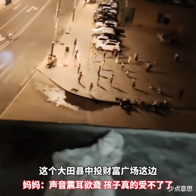 福建:老人跳广场舞声音太大,小女孩受不了报警:影响我学习