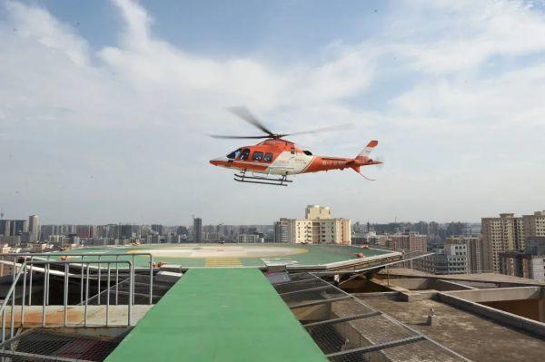 突发!景区游客悬崖跌落,河南一医院直升机救援