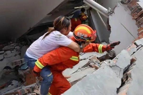 湖南民房垮塌已致3人遇难,仍有2人被困……