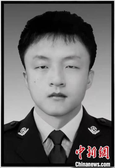 江西22岁辅警跳入水中救人:群众获救,他却牺牲了(图)