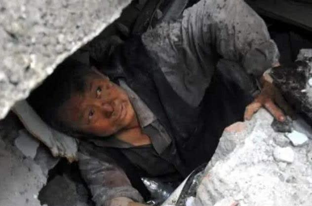 12年前汶川地震的小英雄,当着全国人面立志考清华,如今现状如何