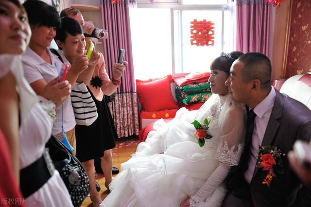 """""""婚都结了""""得知婚房已过户小叔,回门第二天,新娘捎回离婚协议"""