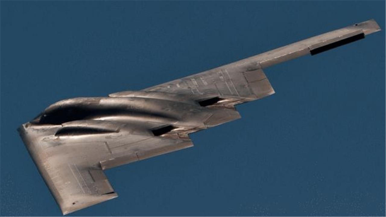 超越B2隐轰的杀器来了!首飞、服役时间已定,北约防空