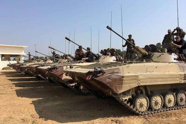 边境集结500辆坦克,扬言3天突破防守线,军方:2万导弹