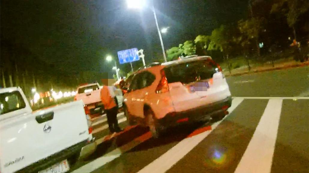 男子深夜过珠海板樟山见有司机被抓,对警察说:谢谢你们把我抓了!