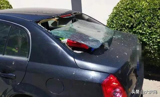 """""""嘭""""!车窗玻璃全碎了!这东西你还放后备厢吗?"""