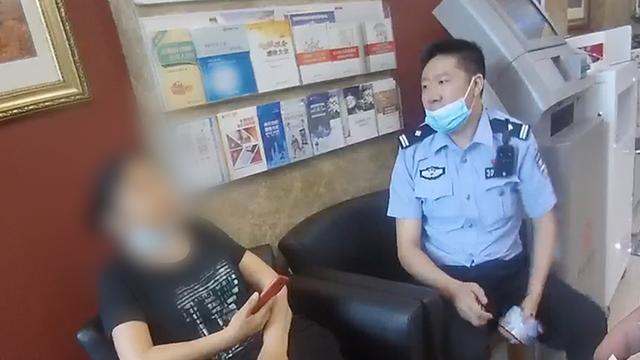 """""""10几万能吃好几顿火锅""""民警求大妈删了炒股群 结果……"""