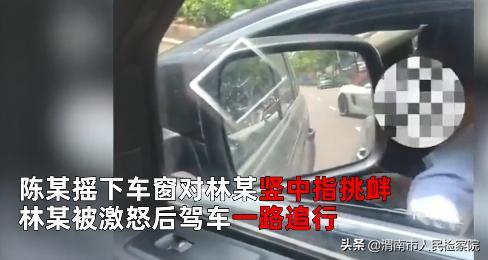 路虎礼让行人遭奔驰别停疯狂撞击 女子尖叫报警,警方:拘留双方
