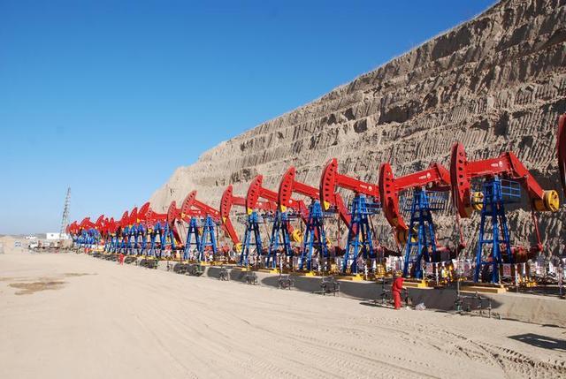 10亿吨级油田被发现,够用几年?石油能再生吗,还要不要进口?
