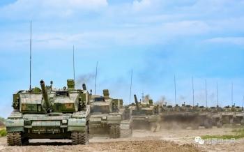 直击合成营战术演练 感受铁甲洪流的冲击感