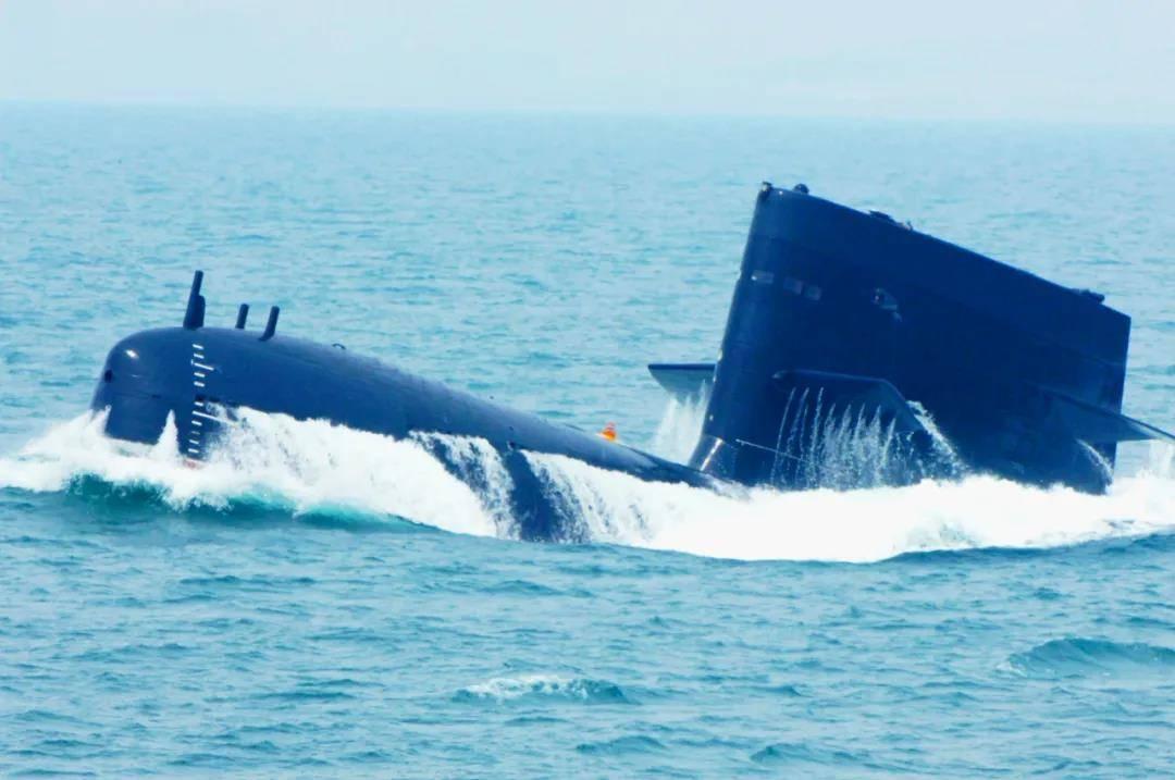 """中国潜艇部队成立54周年  青出于蓝 国产""""大洋黑"""