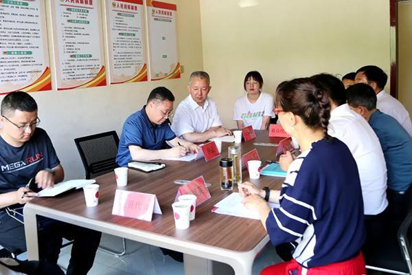 岚县:乔云走进县滨河社区党员服务中心报到