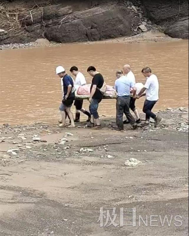 河南被埋废墟获救女婴母亲已身亡,疑泥石流来时将孩子放在安全处