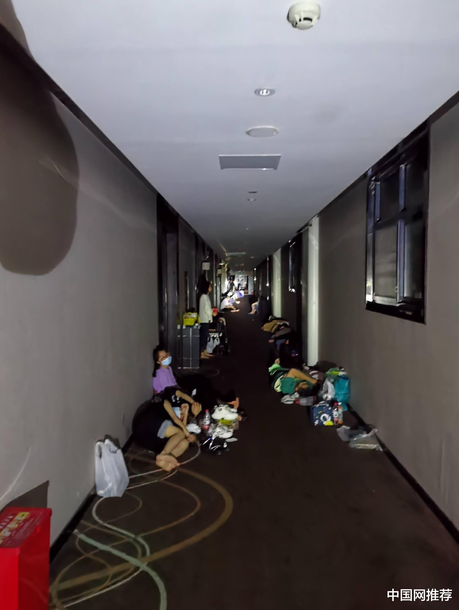 """被罚50万!郑州希岸酒店""""趁雨涨价"""",一间房的价格2000多"""