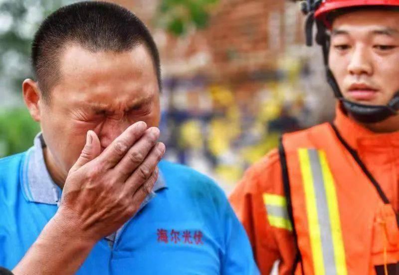 """""""谢谢你们,来救我们"""" 河南开封201人获救背后,男子哭着向山东消防员道谢  记者""""找房记"""":酒店一房难求"""