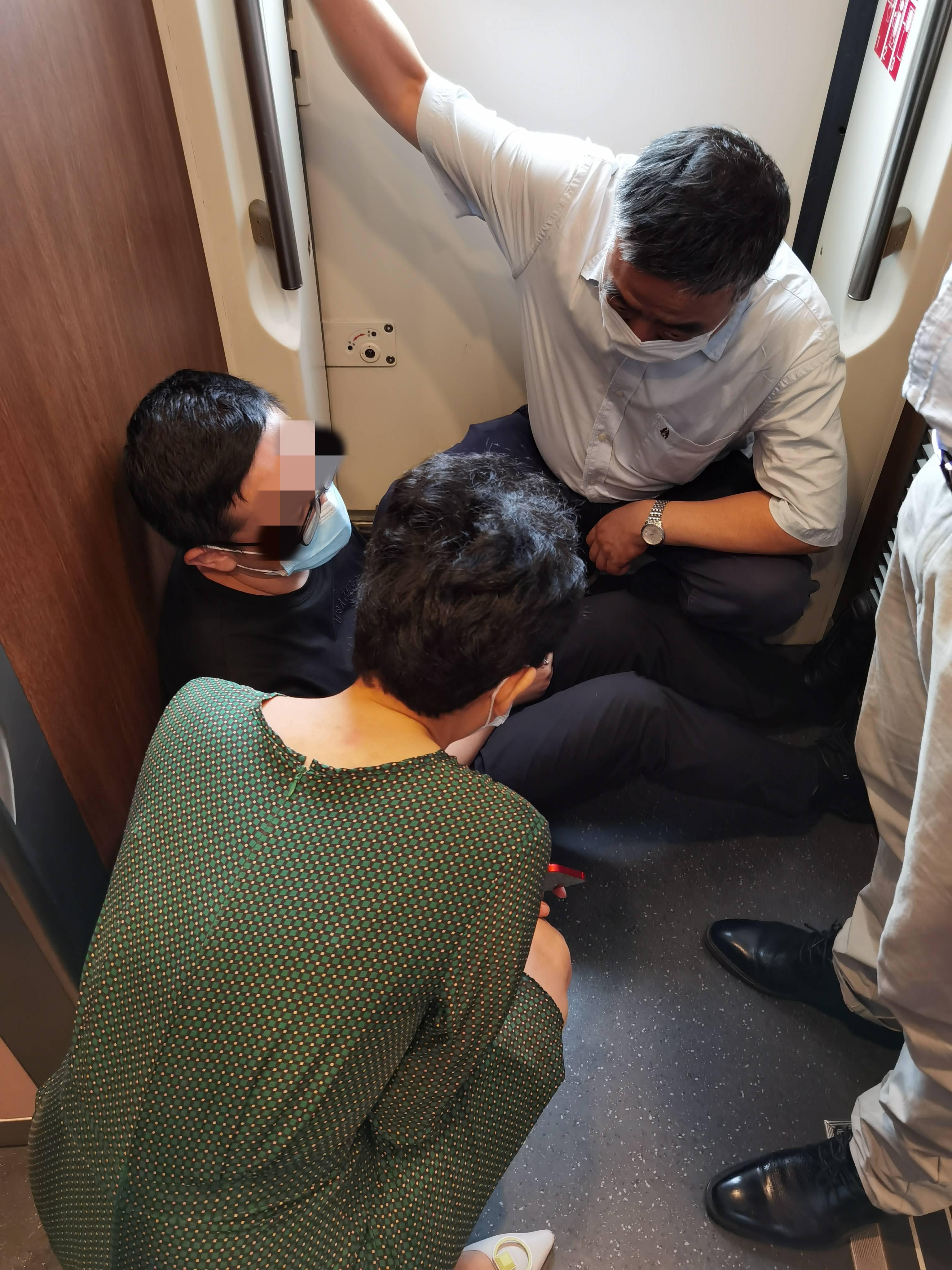 """进京列车乘客突发急病,北京医生又出手!还都是""""专家号"""""""