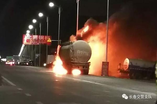 凌晨连发两起车辆自燃,长春交警紧急交通管制疏导过往车辆