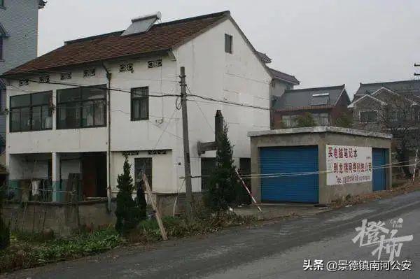 14年前,萧山理发店女店主被害,凶手潜逃!近日,正在山东青岛监狱服刑的嫌疑人被押解回萧
