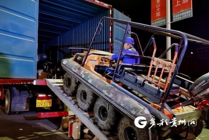 涉水救援的利器!贵州水陆两栖全地形车驶入河南新乡