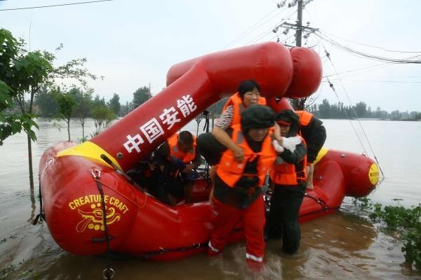 重庆赴河南抢险救援队兵分5路执行决口封堵等抢险任务