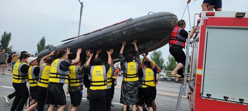 带上冲锋舟,大家一起风雨同舟!