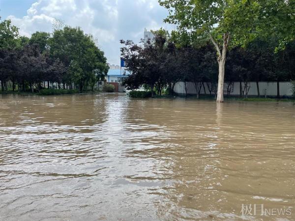 直击河南新乡洪灾:城区多处严重积水,道路无法正常通行