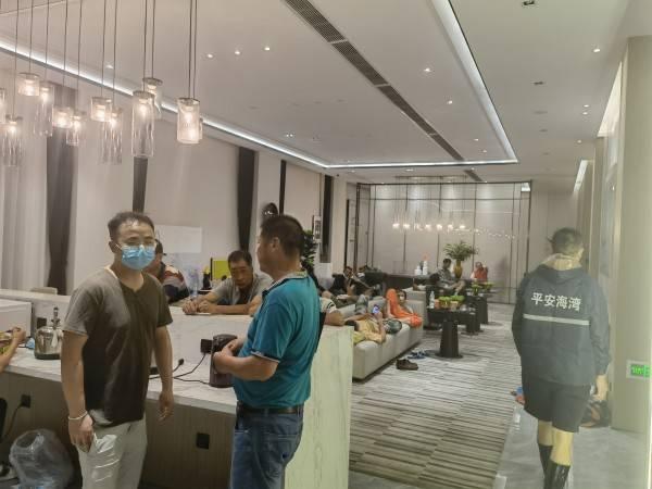 """上海十万防汛大军迎战台风""""烟花"""" 已转移安置人员79505人"""