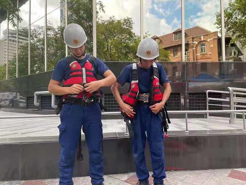 """图说∣人员装备齐上阵,实战实训早部署,黄浦消防全力应对台风""""烟花"""""""
