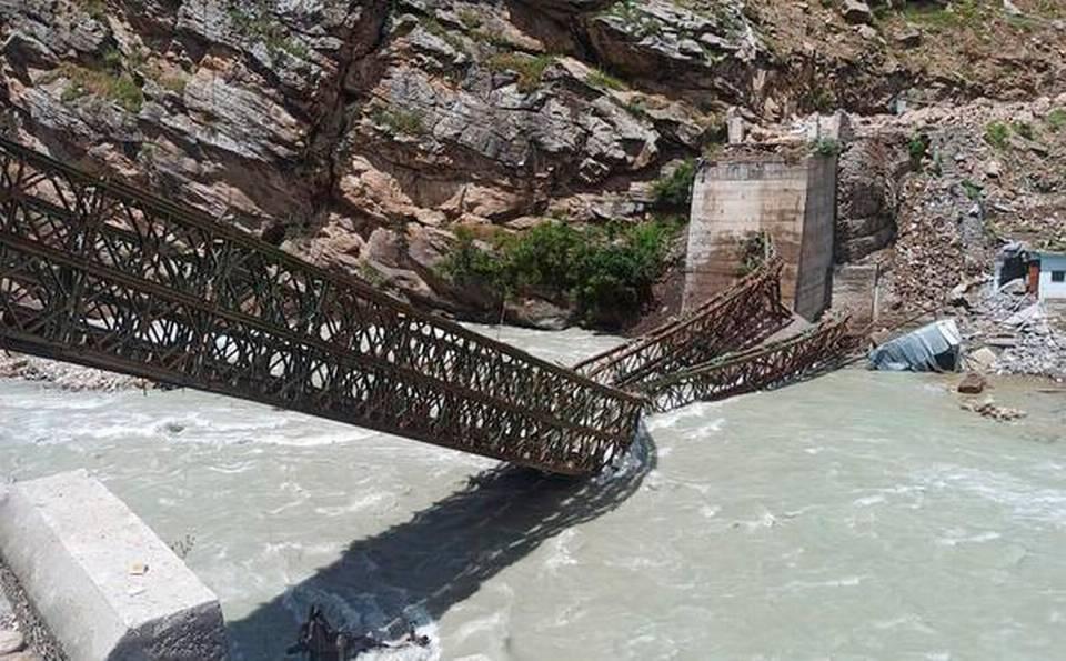 中印边境印度一侧发生山体滑坡,巨石砸毁铁桥致9名游客死亡