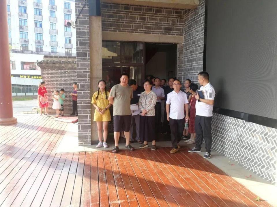 市委常委、宣传部部长聂晓葵在南正街调研