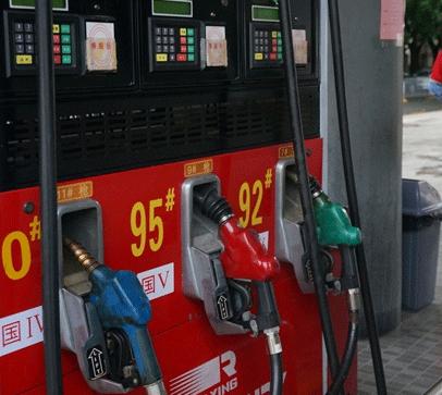 美国人为啥都爱开大排量车?不心疼油钱?