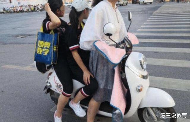 电动车不允许带人,那孩子上下学怎么办?家长:那就别设计后座